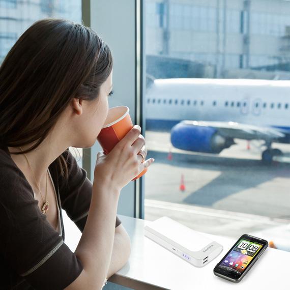 La gamme de batteries externes usb pour périphériques X Moove permet d'augmenter l'autonomie de vos téléphones, de 2 à 8 X selon les modèles. Idéal pour les voyages.