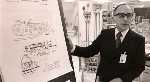 Norman Woodland, l'un des précurseurs de l'invention du système de codes à barres, développé pour la grande distribution, au début des années 50.